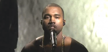 Video: Kanye West fremfører nye sange på 'Saturday Night Live'