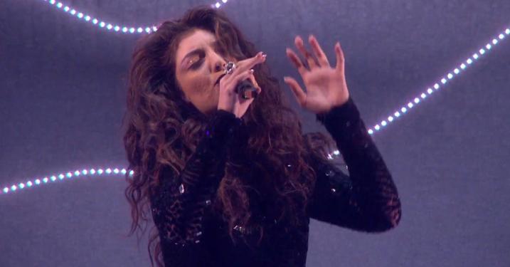 Lorde spøger på ny version af Son Lux-tracket 'Easy'