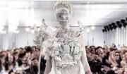 #MargielaMonday – John Gallianos comeback iført hvid kittel