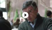 Trailer: Steve Coogan kæmper mod midtvejskrisen i 'Happyish'