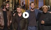 Video: Chris Hemsworth opfinder en fjerde Hemsworth-bror hos 'SNL'
