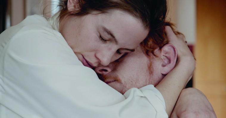 'I dine hænder'-instruktør: »Døden er det mest intime øjeblik, man kan opleve med et andet menneske«