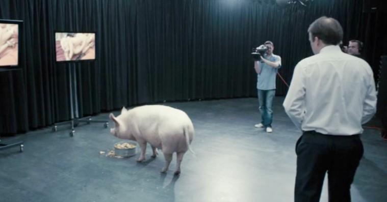 Genial britisk miniserie forudså britisk premierministers samkvem med gris