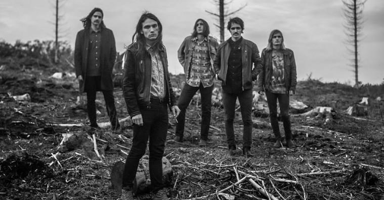 De Underjordiskes debutalbum er et forrygende tilgængeligt take på syrerocken