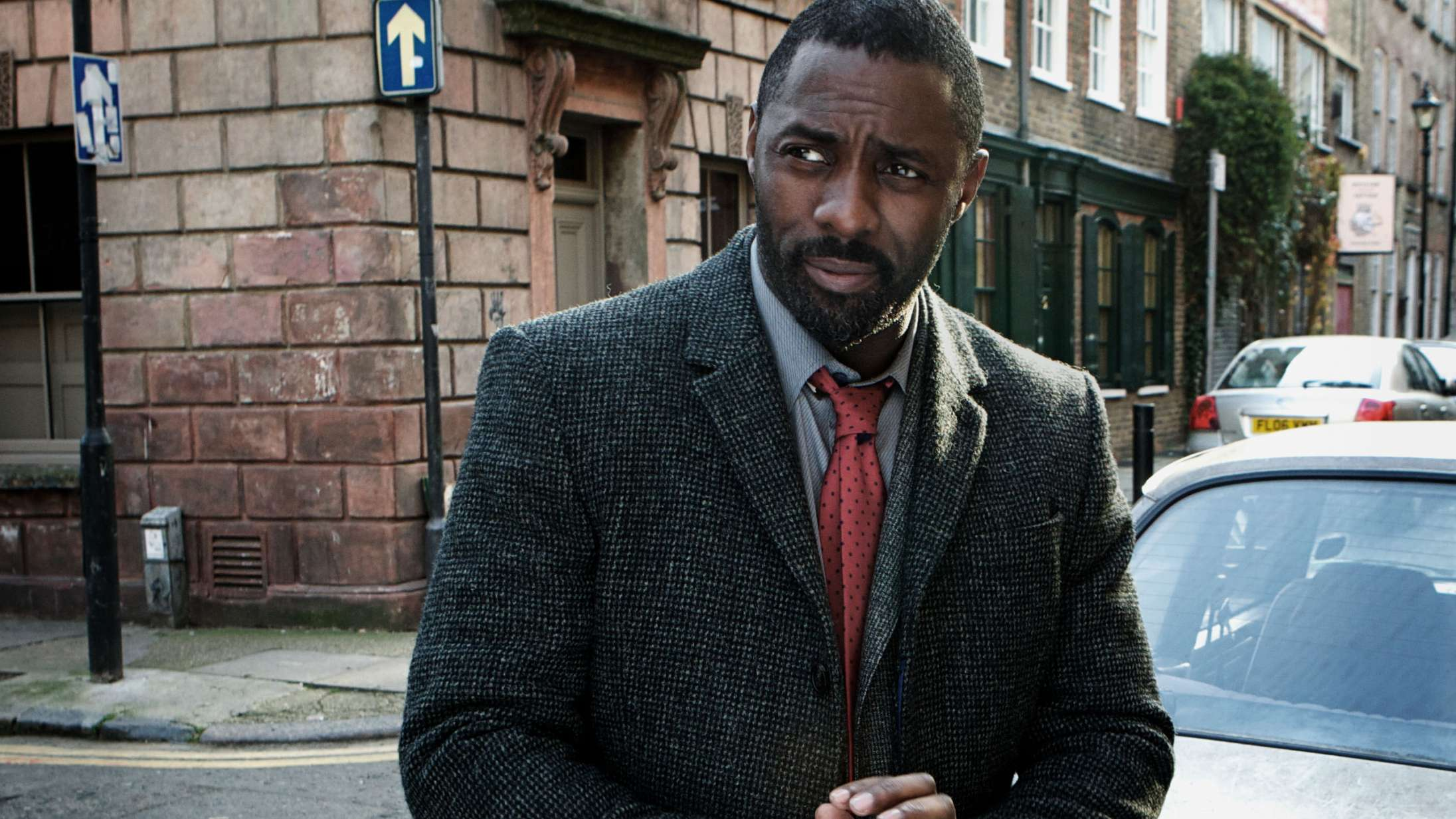 Idris Elba teaser, at 'Luther' vender tilbage som film