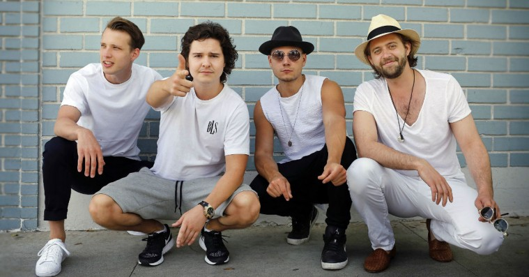 Lukas Graham bader i glitter på ny 'My Little Pony'-single – hør 'Off to See the World'