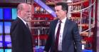 Se Stephen Colbert og Bruce Willis smadre hinanden i vild slåskamp