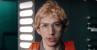 Se Adam Drivers Kylo Ren som undercover-boss i 'Saturday Night Live'