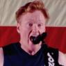 Se Conan O'Brien rocke ud med 'Seven Nation Army' i Qutar