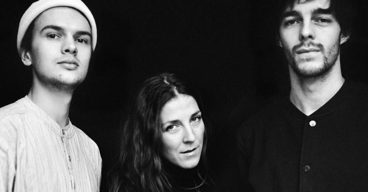 Premiere: Danske Irah udøver ceremoniel vellyd på debutsinglen 'Into Dimensions'
