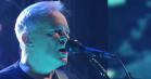 Hos Colbert: Se Roskilde-aktuelle New Order levere en hårdpumpet 'Singularity'