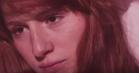Tag med Navneløs på intimt måneskins-eventyr i den nye video til 'Bukseløs'