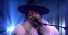 Hos Fallon: D'Angelo sagde farvel til Prince med tårevædet 'Sometimes It Snows in April'