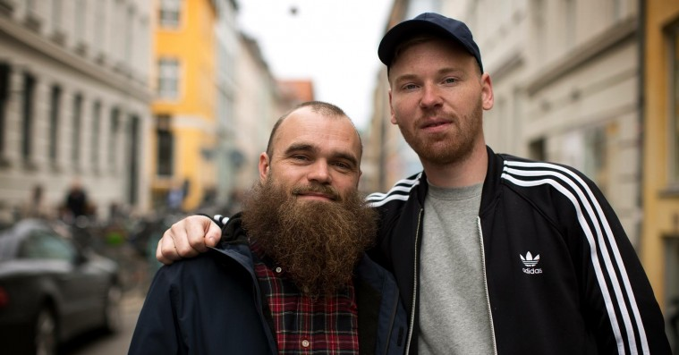 'Gadebrænder': Klumben og Raske Penge er på barrikaderne på ny single