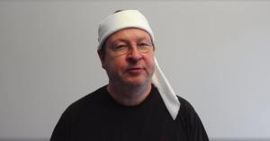 Trier på video: Se seks små Trier-videoer med superpølser, sædblærer og død ved hammer