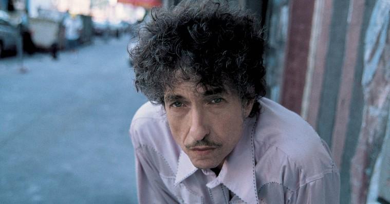 Bob Dylan ridser hulninger i den amerikanske sangskats polerede overflade