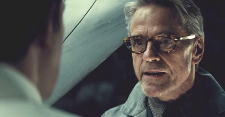 Selv Jeremy Irons kritiserer nu 'Batman v Superman'