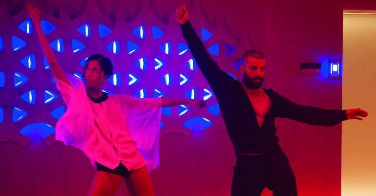 Oscar Isaac kan danse til alt: Drake, Rick Astley, Daft Punk og Lady Gaga