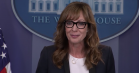 Allison Janney genopliver sin 'West Wing'-rolle i Det Hvide Hus – se videoen