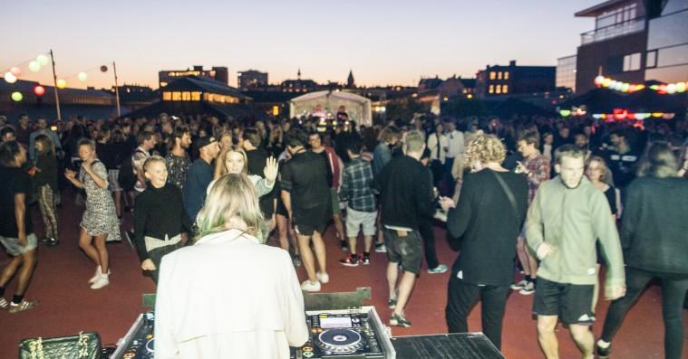 Strøm inviterer til fødselsdagsweekend med masser af gratis oplevelser – fra elektronisk morgenyoga til 'The Red Roof'