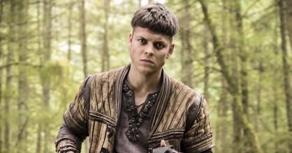 Alex Høgh Andersen om 'Vikings'-rollen: »Jeg kravlede rundt på et hotelværelse i tre uger«