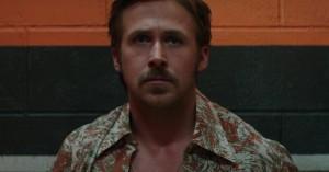 Ryan Gosling bliver fanget med bukserne nede af Russel Crowe i ny trailer for 'The Nice Guys'