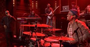Høje knæløft og vanvittige dansetrin: Se Anderson .Paak og T.I. i eksplosiv jam-ekstase hos Jimmy Fallon