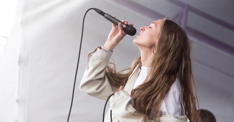Chinah på Roskilde Festival:  Fra slow-jam til popfest