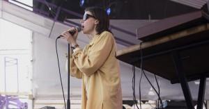 Guns' drømmende synthpop fik aldrig lov at lette på Roskilde Festival