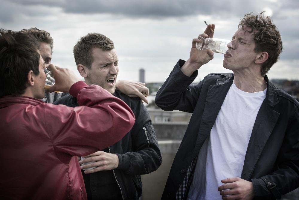Trailer-premiere: Fester, kærlighed og Roskilde-stemning i Rasmus Heisterbergs 'I blodet' / Nyhed