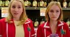 Johnny Depps datter dræber nazistpølser i trailer til horrorkomedien 'Yoga Hosers'