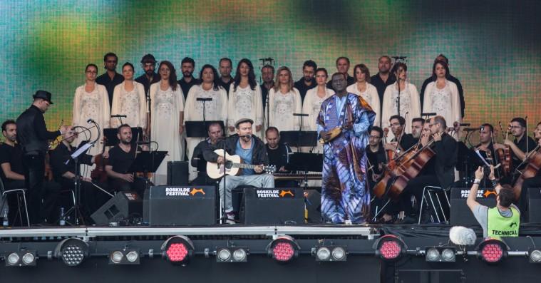 Damon Albarn og The Orchestra of Syrian Musicians åbnede Orange Scene med solidaritet og glæde