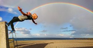 Freerunner Bjarke Hellden springer rundt på bygninger over hele Europa