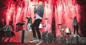 Macklemore på Orange: Overvældende og overmættet rap-cirkus
