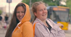 Video: Festivalgæsternes bedste overlevelsestip og hvilken karakter fra OITNB, de vil have i lejren