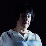 New Order på Roskilde Festival: Tyggegummiboblen brast i en Berlinmur af lyd