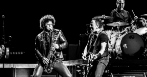 Bruce Springsteen i Horsens: Bossen strejfede smerten, men foretrak fælleskabssuset