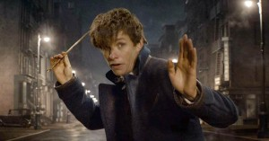 Eddie Redmaynes monstre spreder frygt i ny trailer til Harry Potter-spinoffen 'Fantastic Beasts and Where to Find Them'
