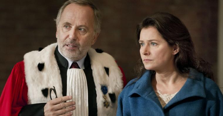 'Hermelinen': Sidse Babett Knudsen stråler i glansløst retssalsdrama