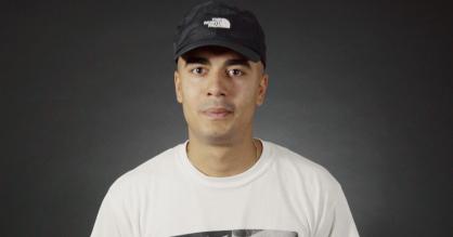 Video: Kesi rapper og fortæller om sine yndlingsrim