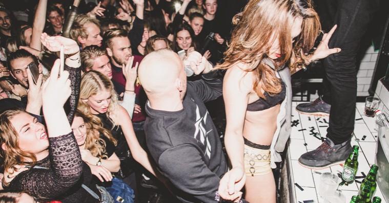 swinger klub tucan tøj til kvinder med store bryster