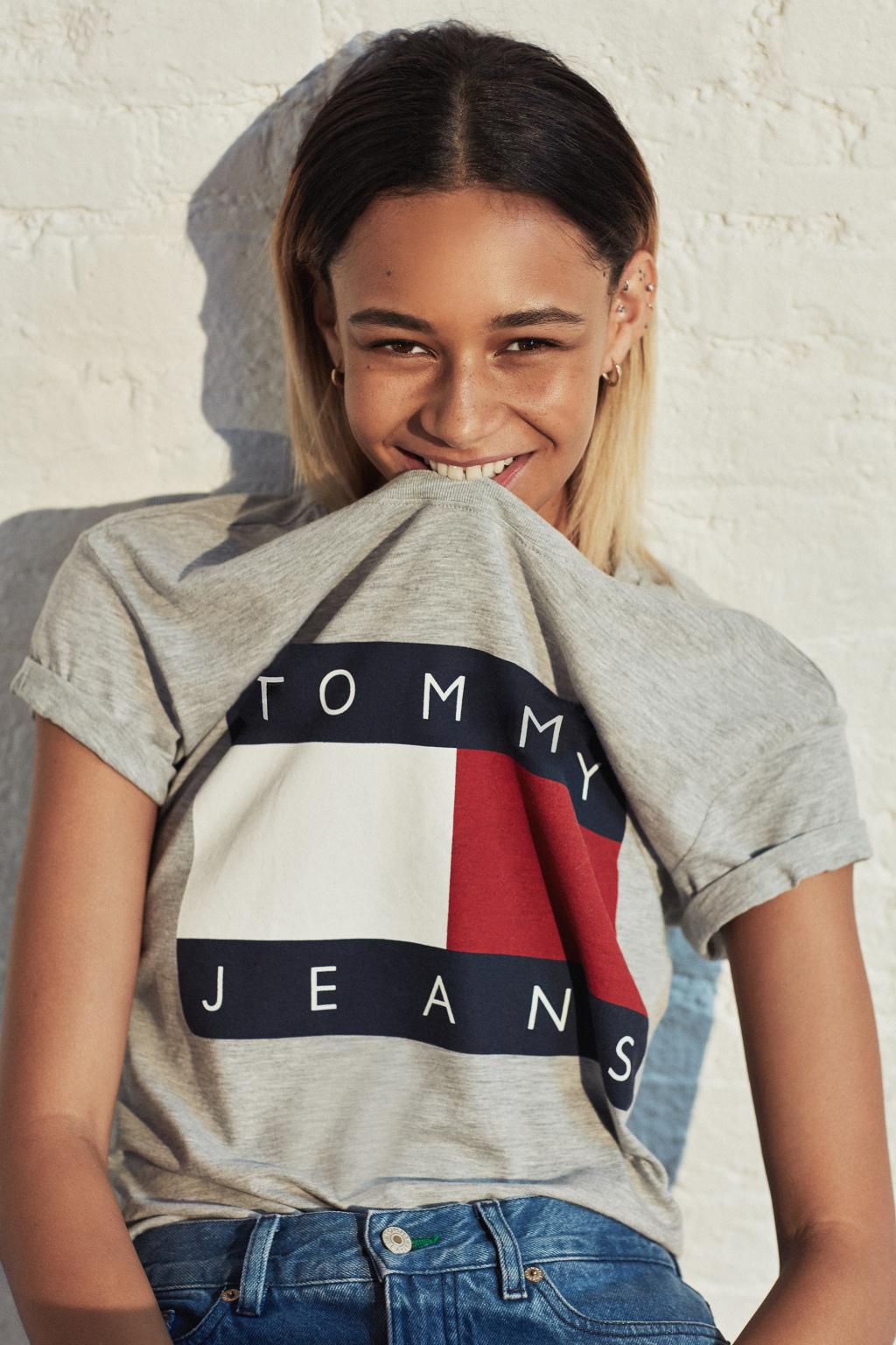 Binx Walton i Tommy Jeans for Urban Outfitters-kollektionen