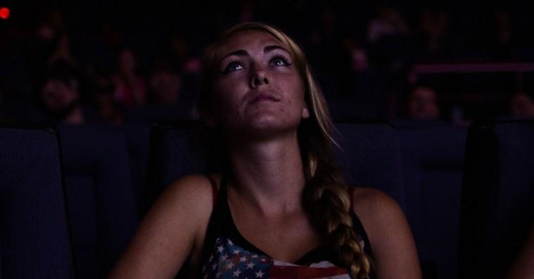 'Dark Night': Knugende film om biografmassakren i Aurora