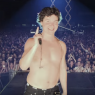 Tag på turné med Lukas Graham i den nye video til 'Take the World by Storm'