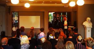 Talentudvikling i musikbranchen: På skolebænken med Aksglæde, Farveblind og Magnolia Shoals