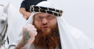 Se Action Bronsons kugleskøre video til den nye 'Durag vs Headband'