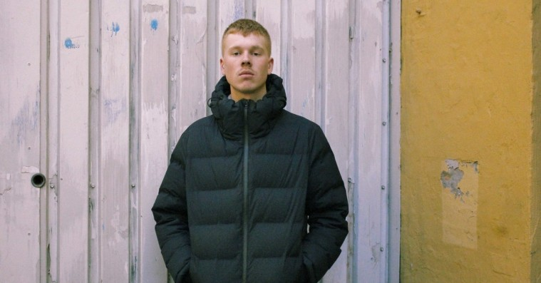 'Slumromantiker': Emil Kruse byder både pop- og hiphopfolket op til dans