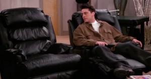 Redigerings-troldmand klipper alternativt, rørende afsnit af 'Friends', hvor Chandler dør