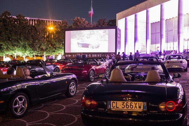 Deltagerne ved lørdagens fremvisning af 'Moonlight' er en del af Friends of MX-5 - en slags international klub for Mazda-entusiaster.