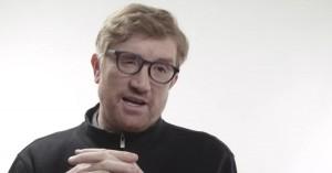 Stephen Colbert disser Apples nye billedbog til 2.000 kroner med techgigantens egne klichéer